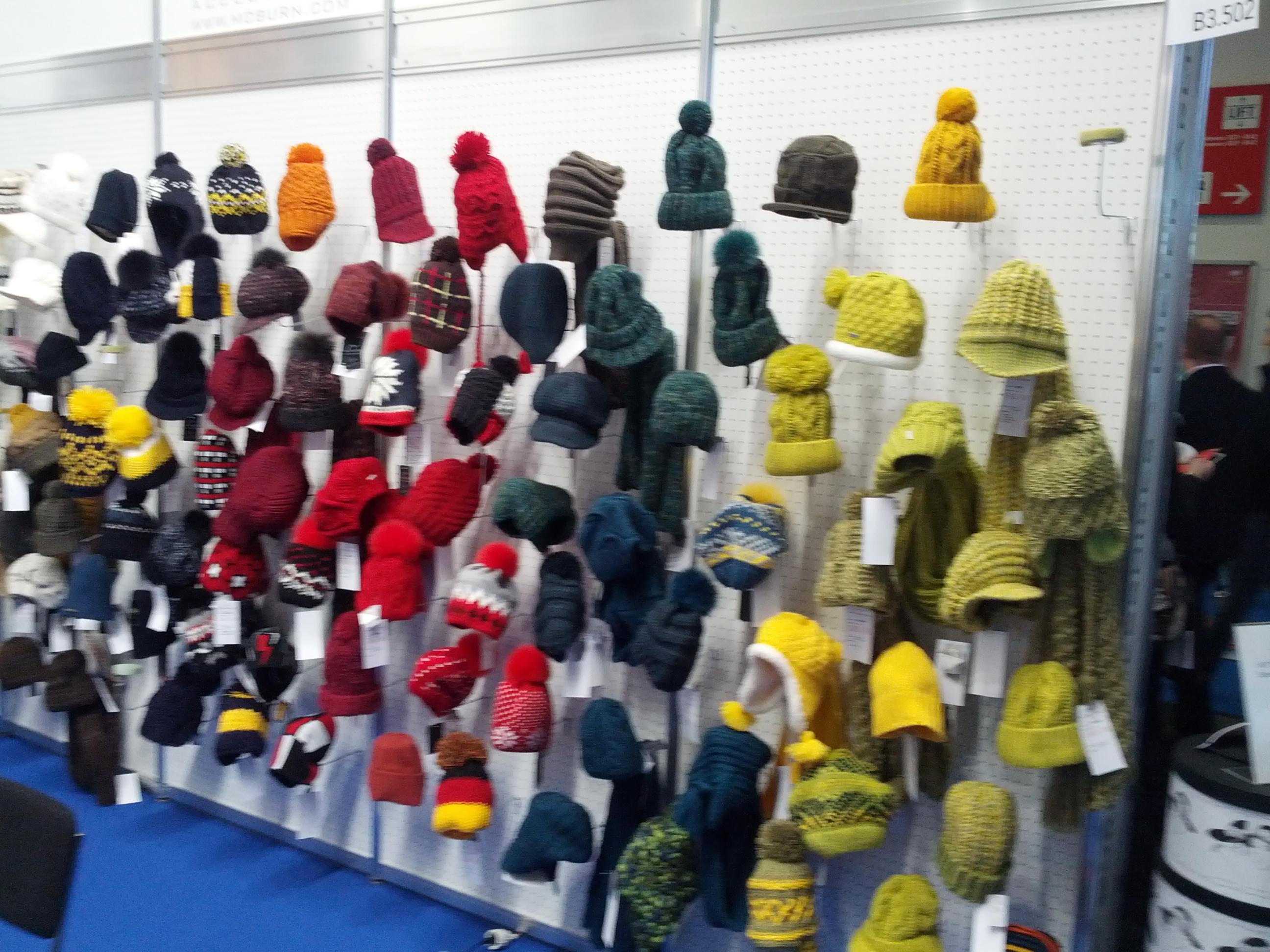 Kopfwärmer auf der ISPO 2013