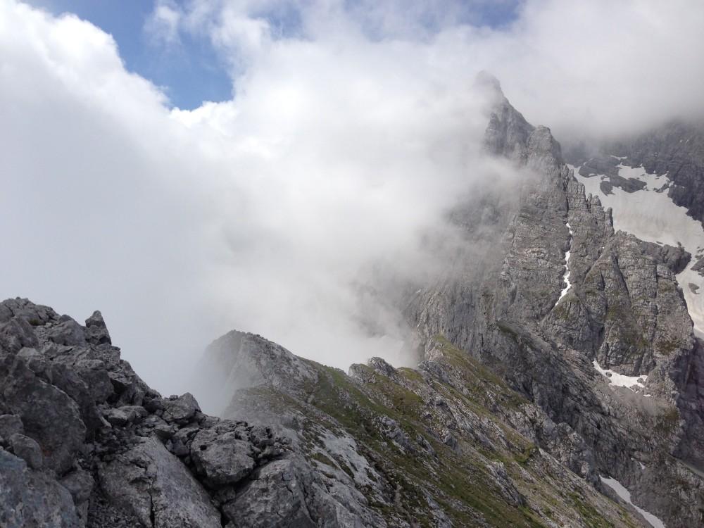 Nebel beim Abstieg von der Schärtenspitze nahe der Blaueishütte (Foto: Nadine Ormo)