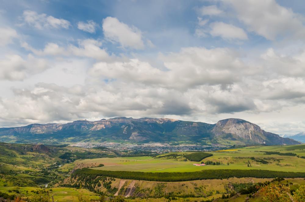 Blick über das Tal von Coyhaique (© Depositphotos.com/vale_t)