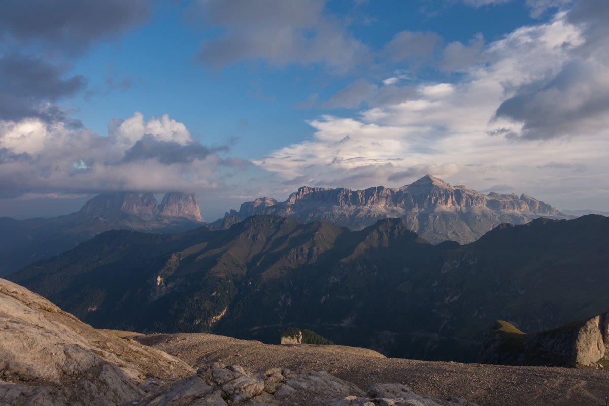 Gipfelglück schon am frühen Morgen - Blick auf die Sella Gruppe in den Dolomiten