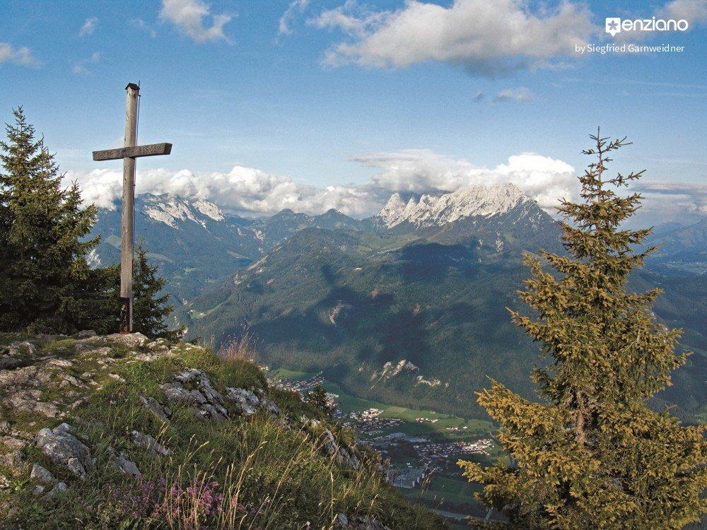 Wandern auf den Pendling Blick vom Gipfelkreuz
