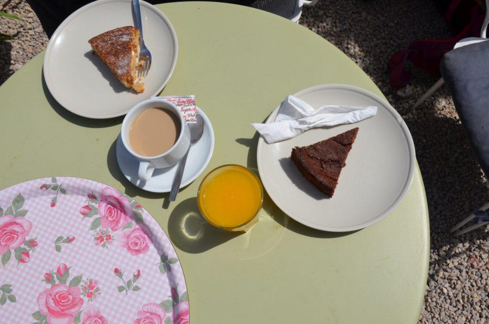Ab und zu gönnt man sich dann vielleicht mal einen leckeren Kuchen und Kaffee oder frisch gepressten Orangensaft