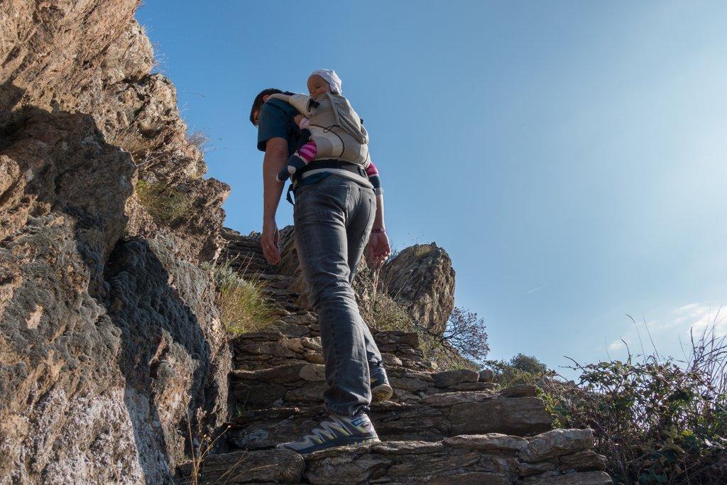 Wandern mit Baby auf Mallorca in der Trage